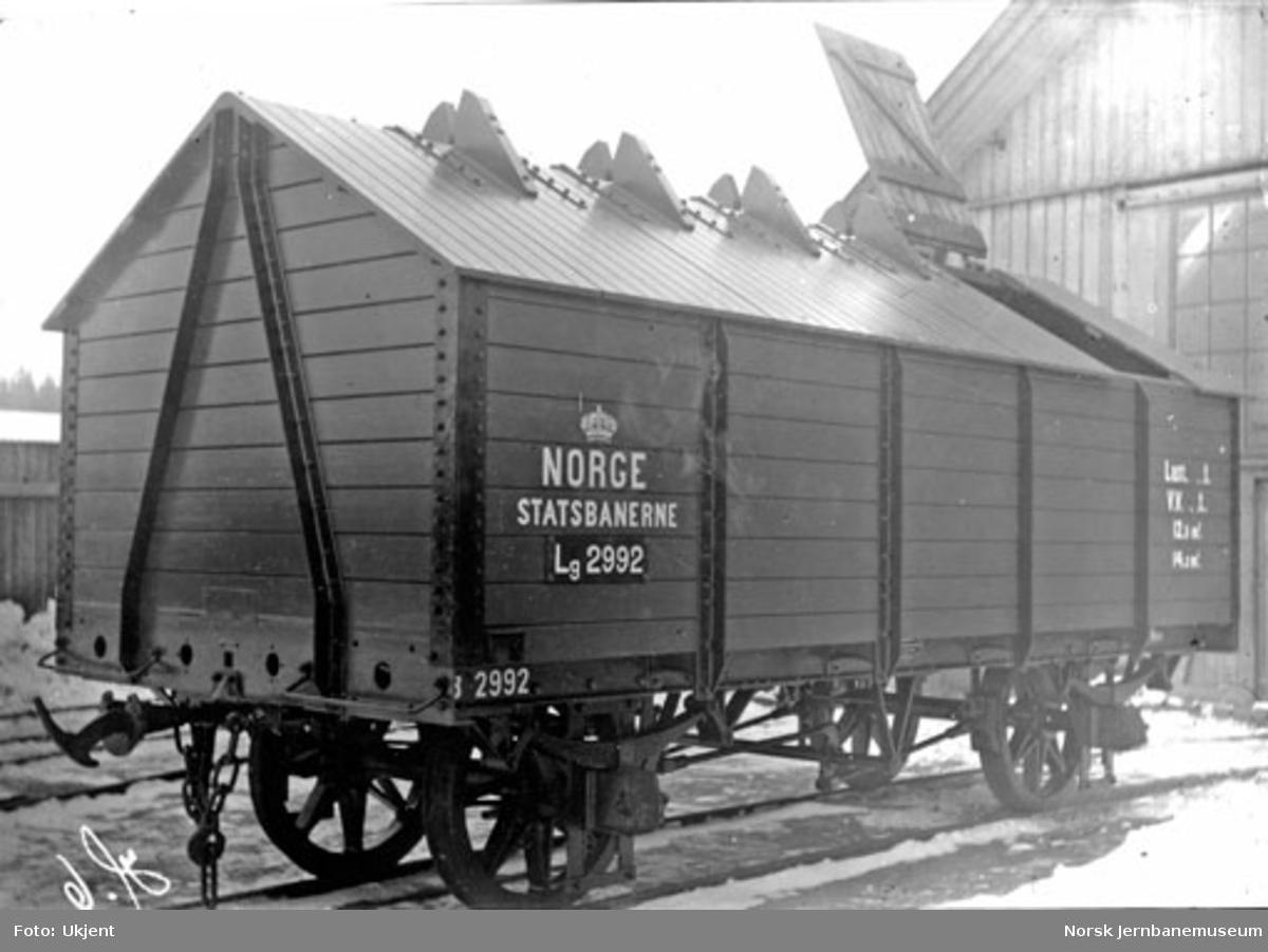 Randsfjordbanens vogn litra Lg nr. 2992 på Skabo Jernbanevognfabrik