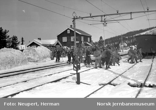 Skiturister på Øysteinstul stasjon