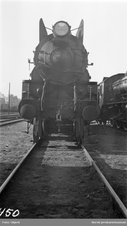 Damplokomotiv type 31b nr. 450 i Lodalen; sett forfra