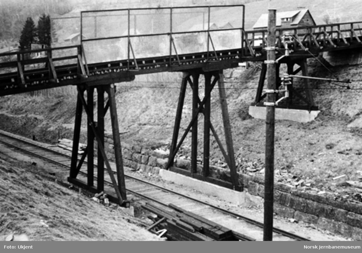 Vossebanens ombygging : ny overgangsbru ved Rekve