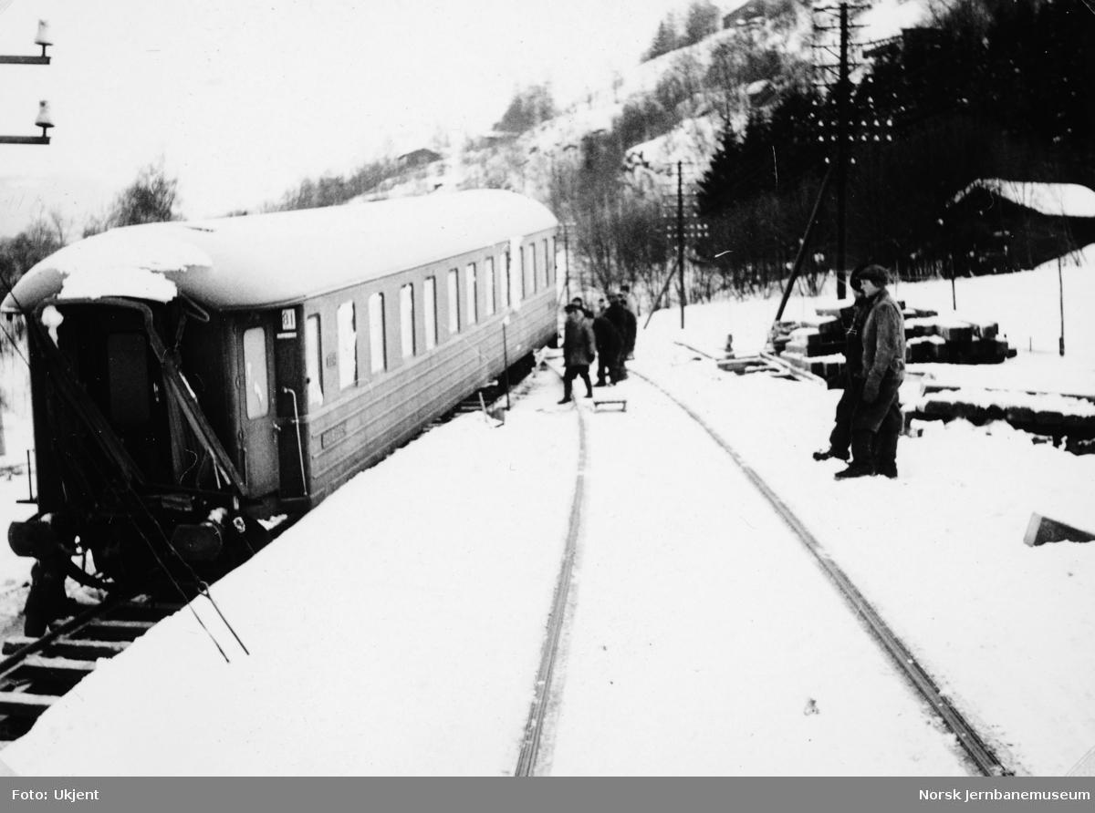 Avsporet nattog 405 ved Fåberg : oppryddingsarbeidet