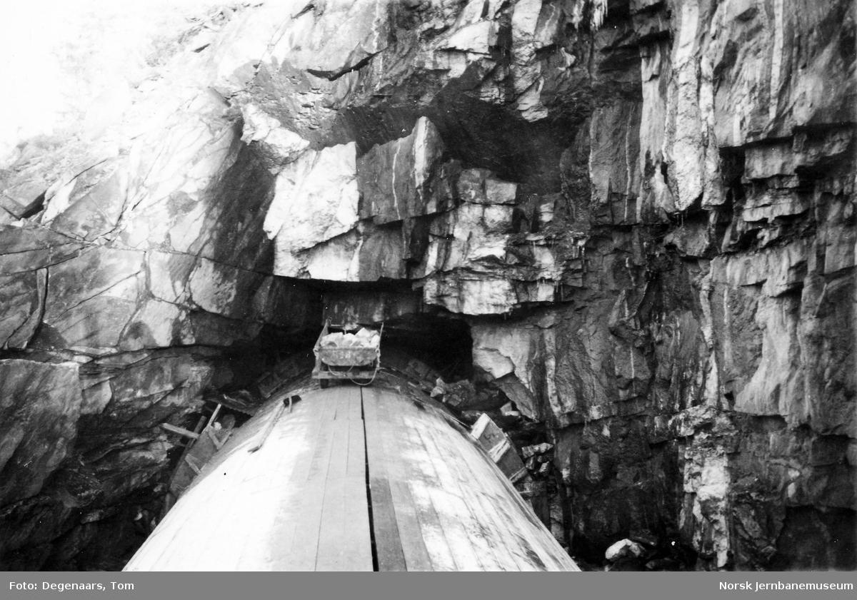 Støping av utmuring og overhvelving på Smånesli tunnel, søndre portal