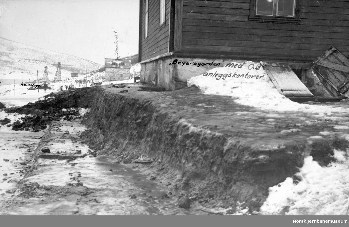 Anlegg av LKABs anlegg i Narvik : Nedre ranger med Beyersgården, som huset Ofotbanens anleggkontor
