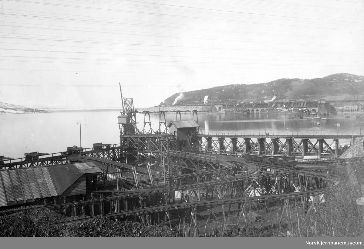 LKABs anlegg i Narvik : kullkai og malmkaiene