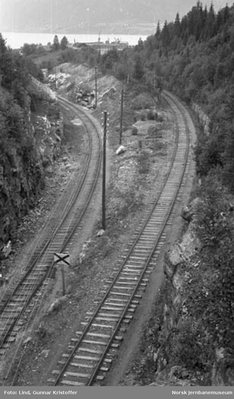 Dunderlandsbanens ombygging : Gullsmedvikskjæringen sett mot Gullsmedvikkaia