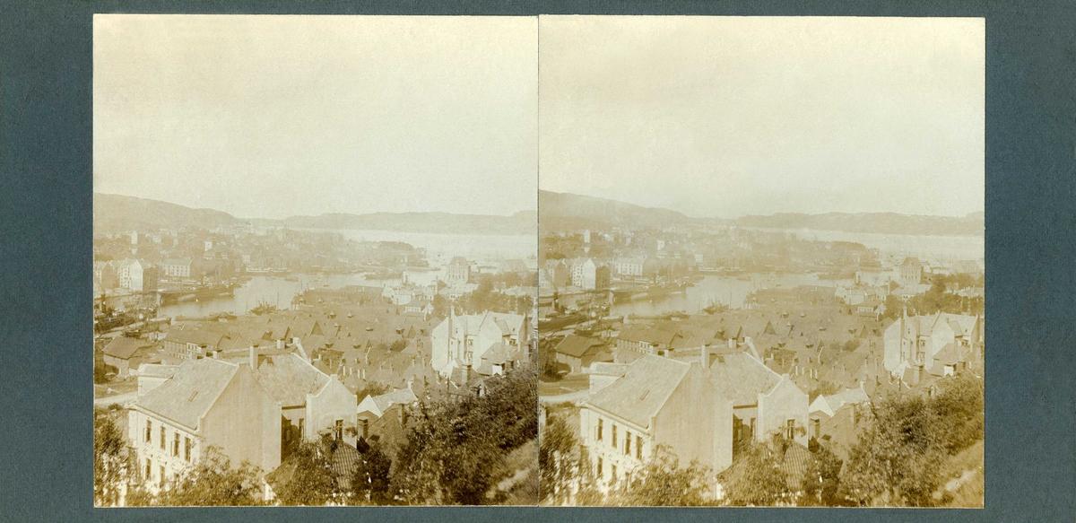 Stereoskopi. Utsikt over Bergen, Hordaland fra Fløyveien, juni 1906.