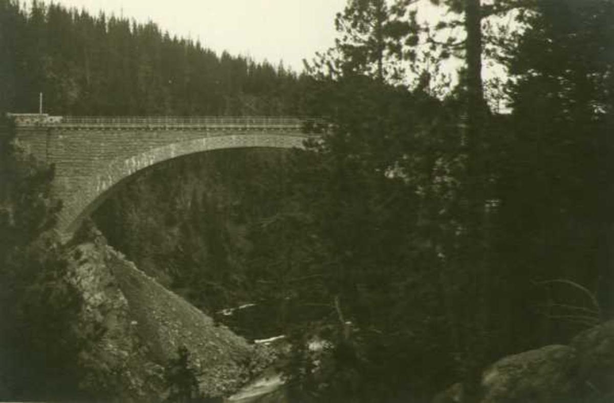 Jernbanebro over Orkla ved Inset, Kvikne, Tynset, Hedmark.