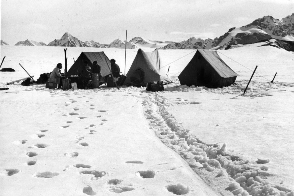 Den første leir. Den norsk-svenske Svalbardekspedisjonen 1934.