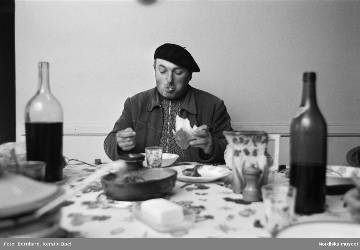 Monsieur Paul Laumont äter middag. Ponchut, Port-Sainte-Marie, Lot-et-Garonne, Frankrike