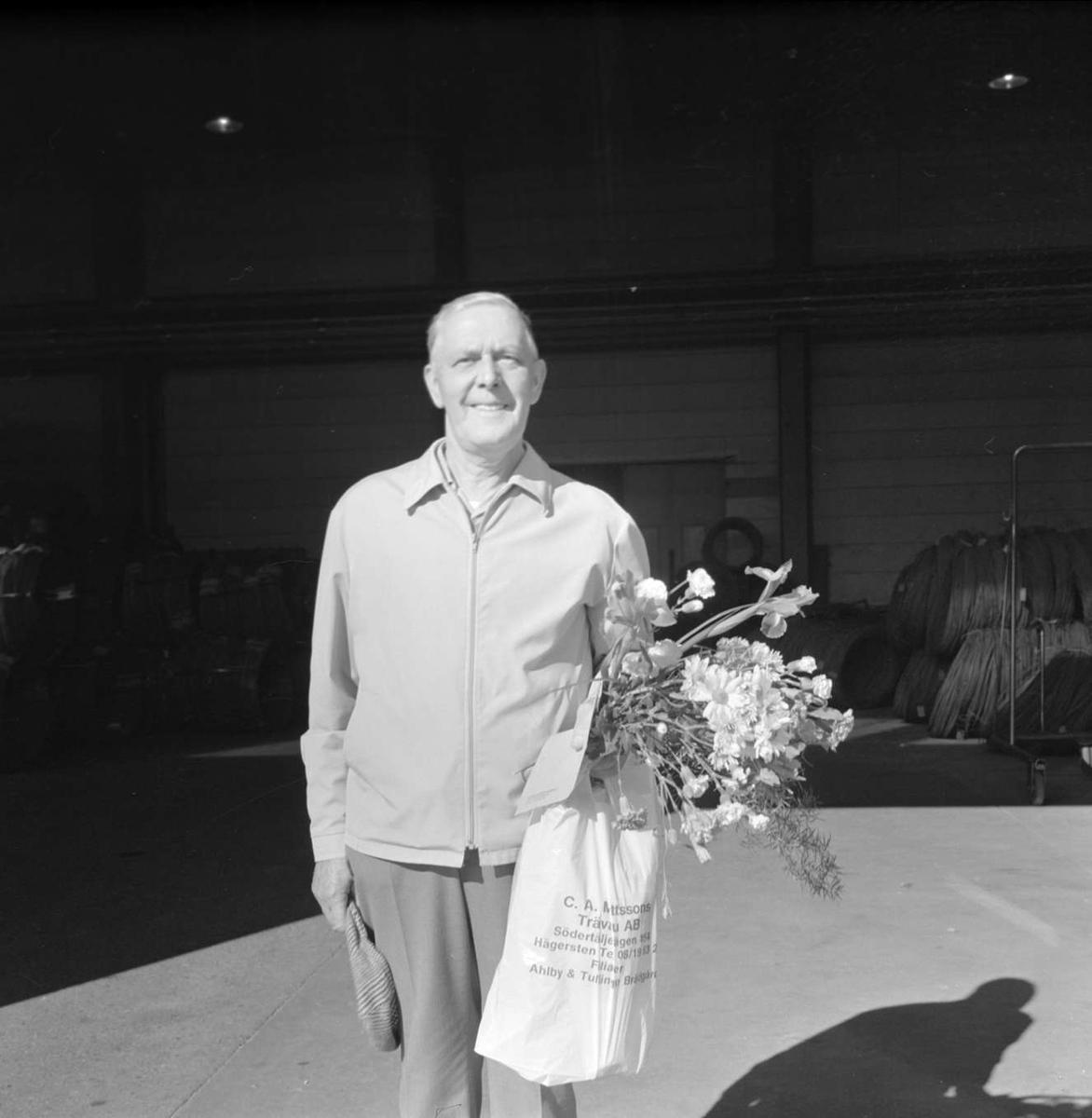Erik Eriksson avtackad i Söderfors bruk, Uppland 1973