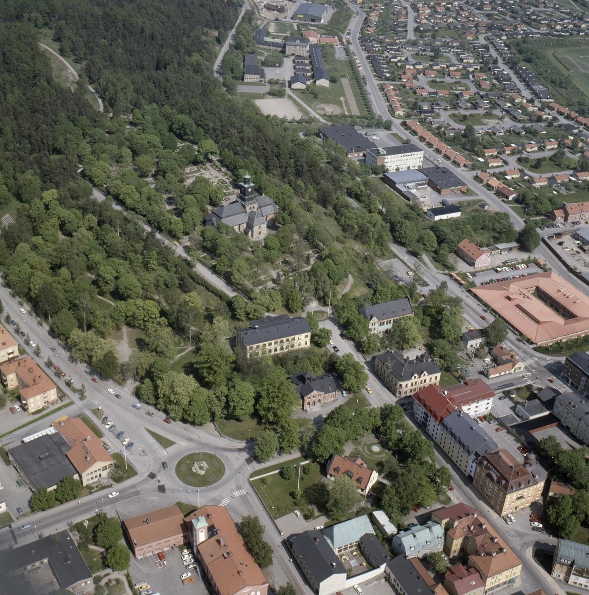 Vy över centrala Enköping, Vårfrukyrkan i mitten, Uppland, juni 1989