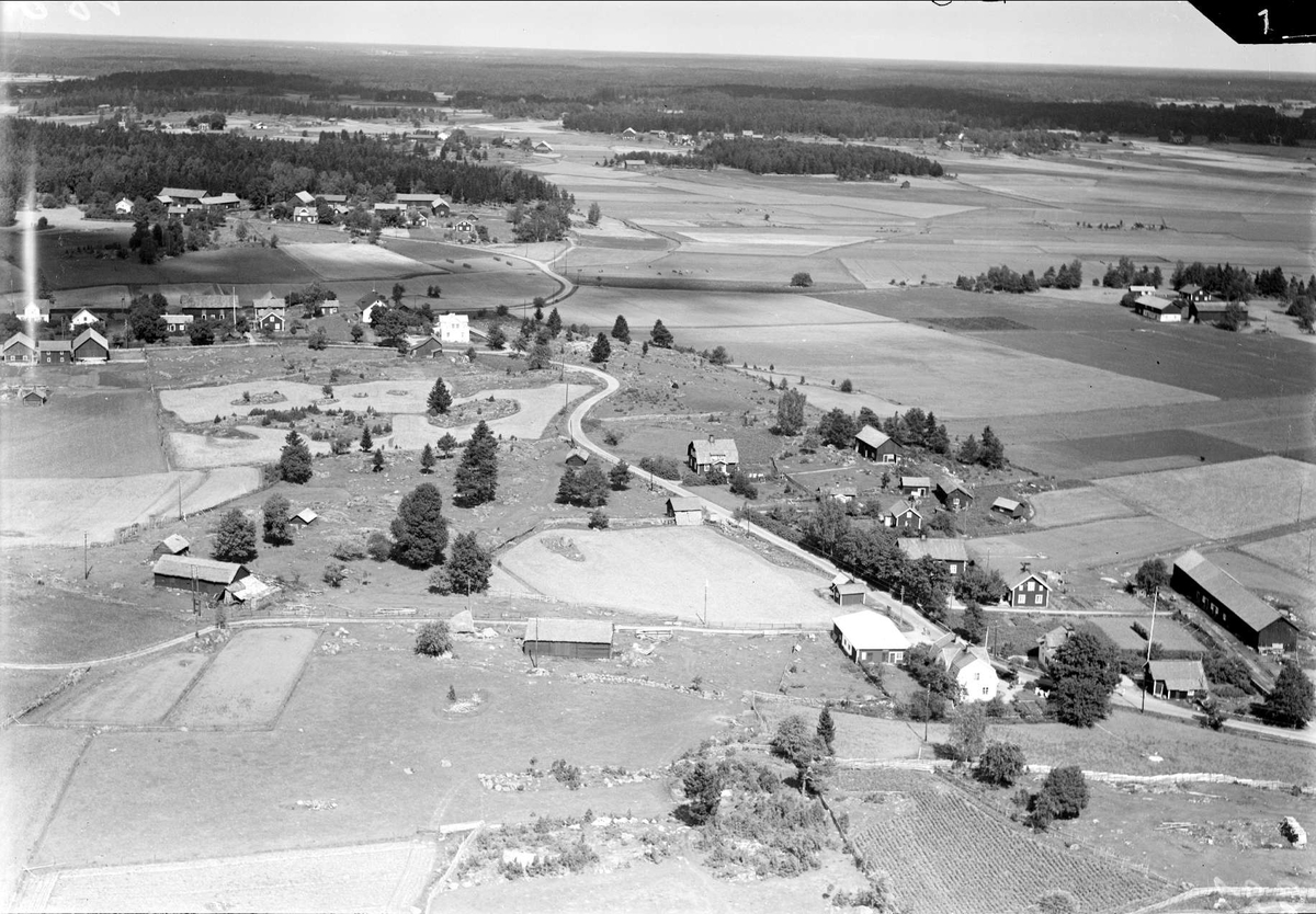 Flygfoto över Ekeby, Ekeby socken, Uppland 1936