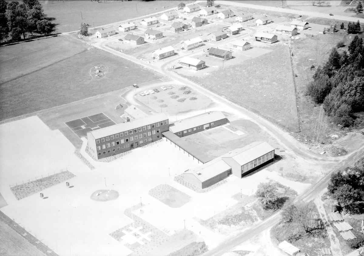 Flygfoto över Hummelsta, Tillinge socken, Uppland 1965