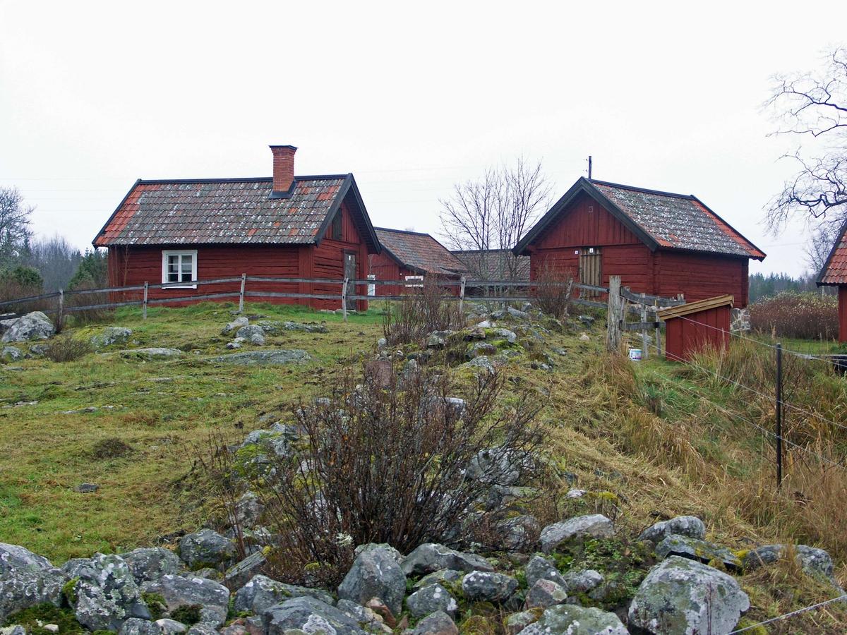 Risön är en gård som ligger vid det stora myrområdet Florarna. Det var tidigare en by med två gårdar, men den norra av gårdarna har avvecklats och bebyggelsen rivits. Gården fungerar idag som lägergård.