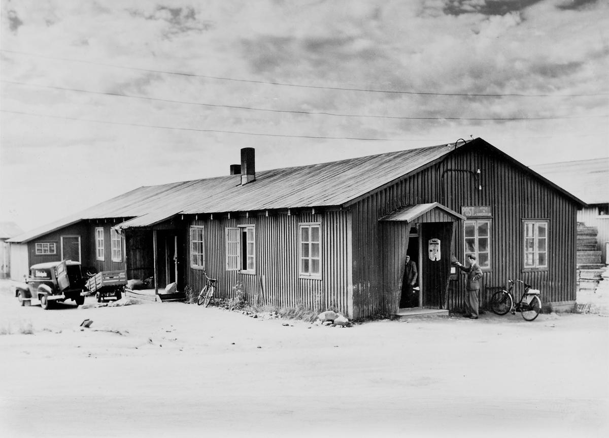 eksteriør, postkontor, 8000 Bodø, posthusbrakka, Nyholmsgt. 10, lokale for brev, pakkepost, omdeling, postkasse, bil