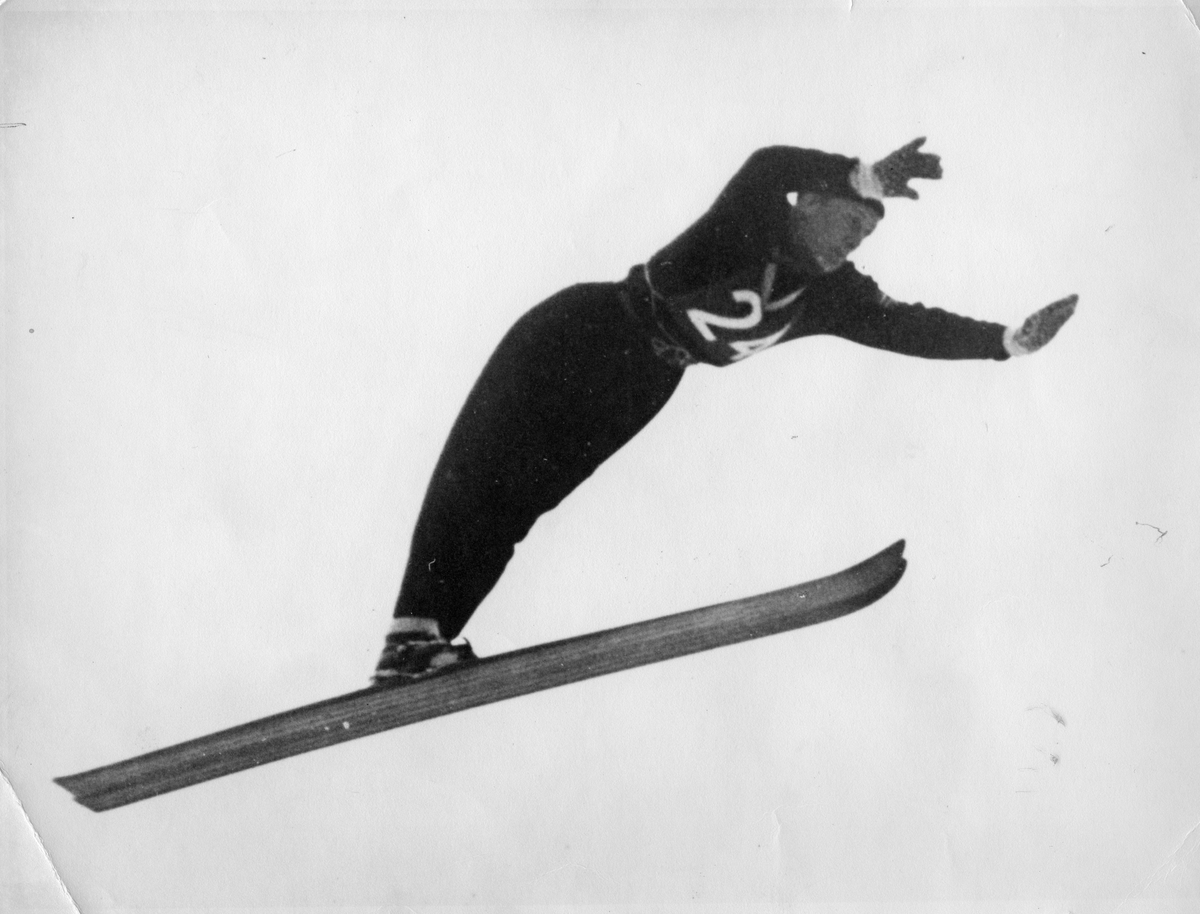 Petter Hugsted i svevet i Arosa 1948. Petter Hugsted in action in Arosa in 1948.