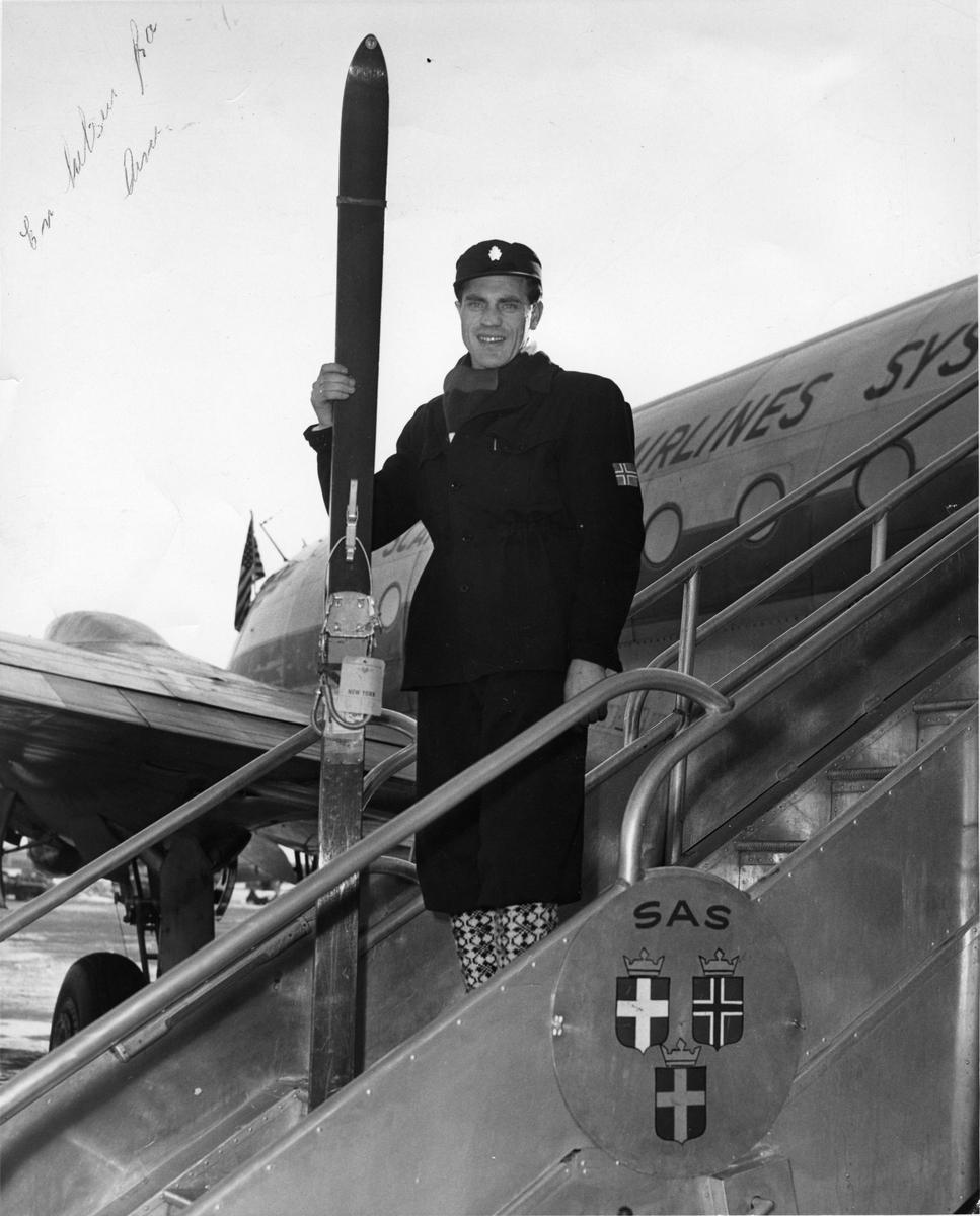 Arne Ulland i USA. Arne Ulland arriving in the USA.