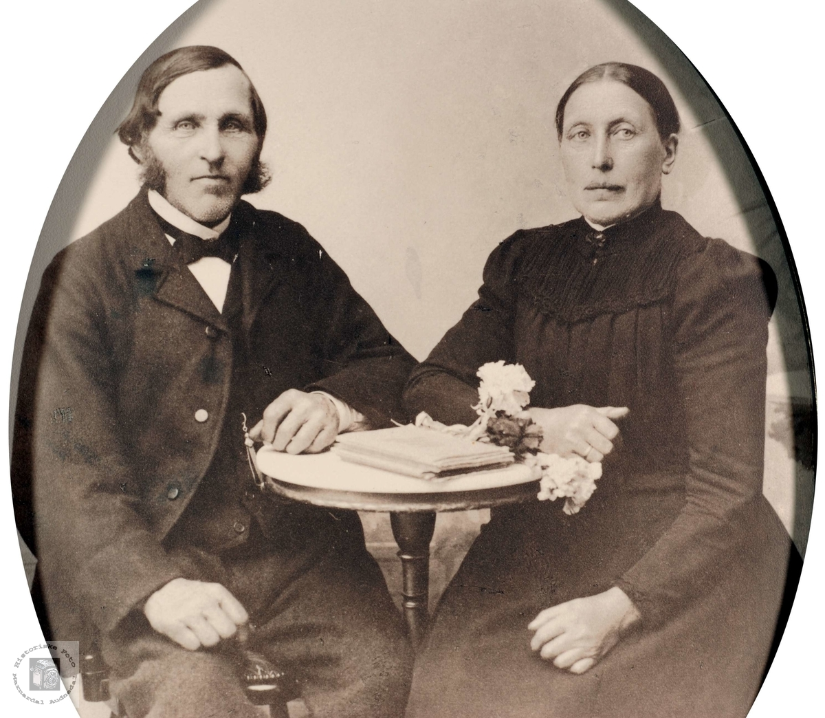 Portrett av ekteparet Poul Håland og Inger Marie Stulia, Håland i Grindheim, nå Audnedal.