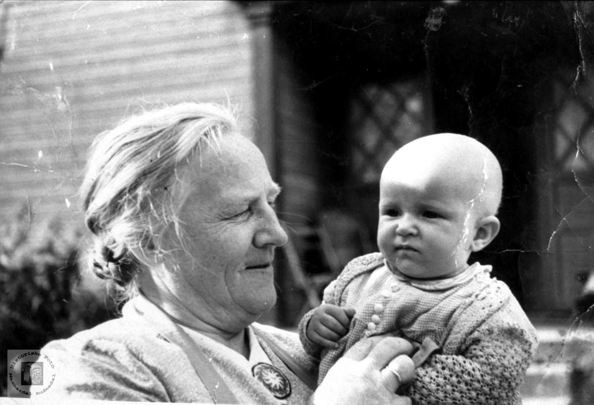 Portrett av Asborg Apesland og Kristen Skeibrok, Bjelland.