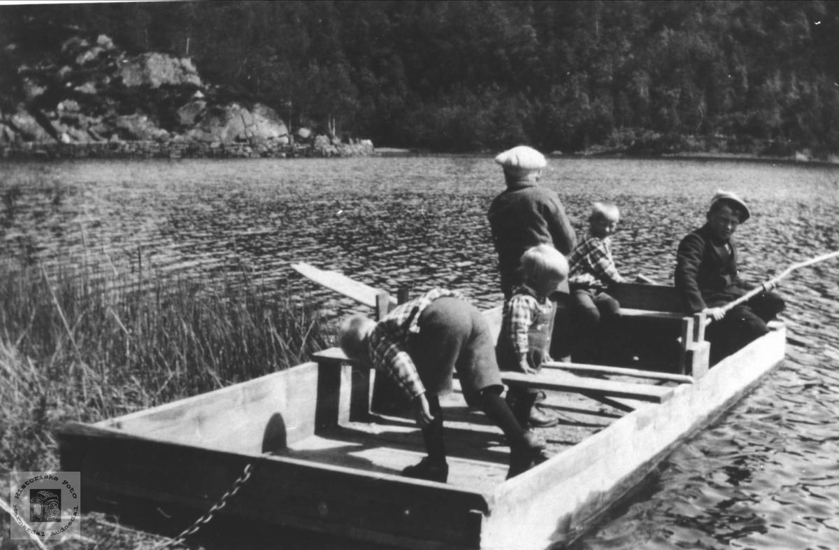 Fisketur på Birkelandsvannet, Øyslebø.