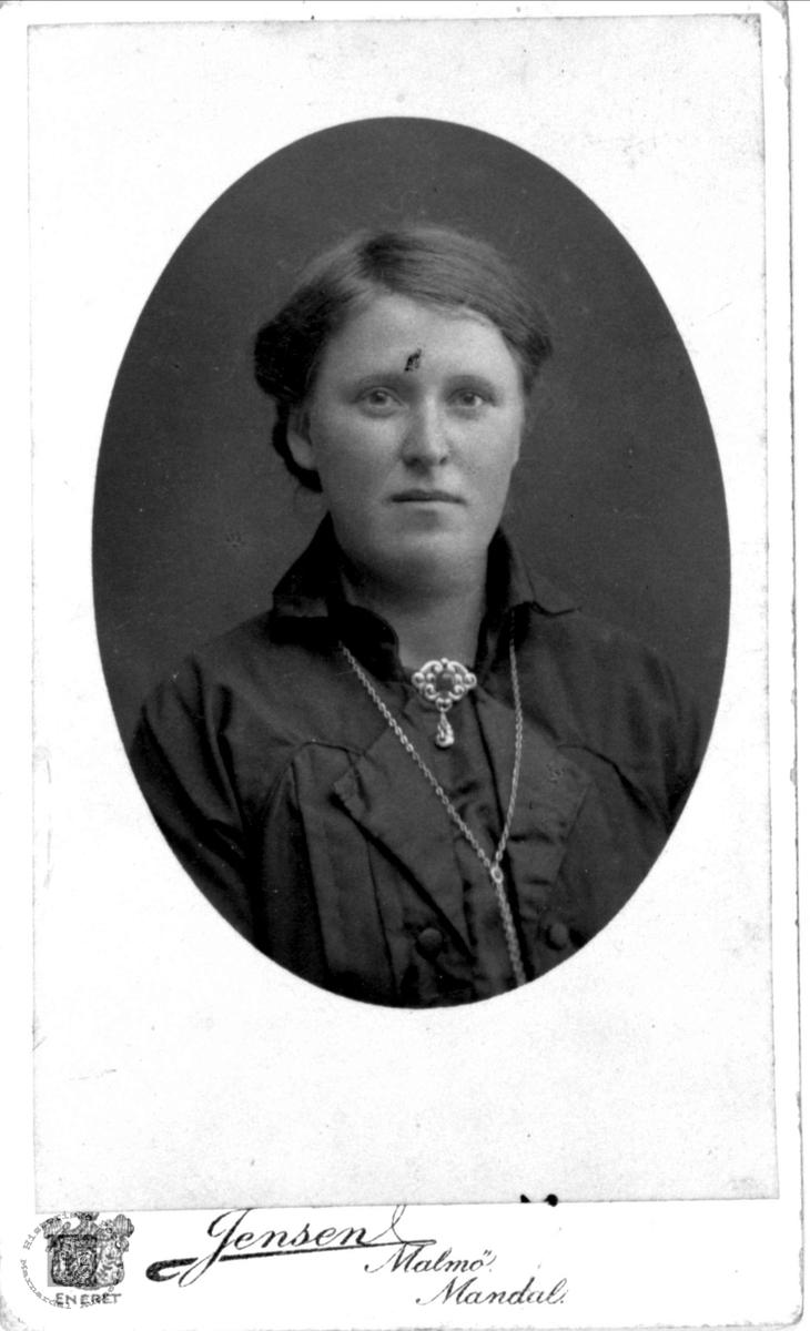 Portrett av Birgitte Heddeland, Øyslebø.