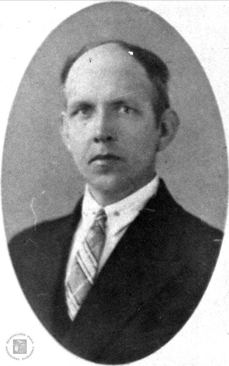 Portrett av Johan Regevik født i Laudal til Øyslebø.