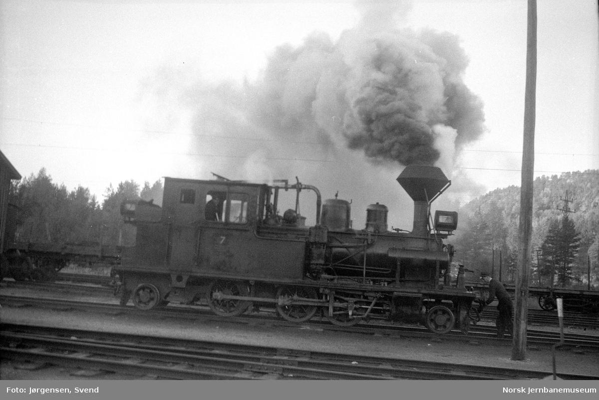 Damplokomotiv nr. 7 under skifting på Byglandsfjord stasjon