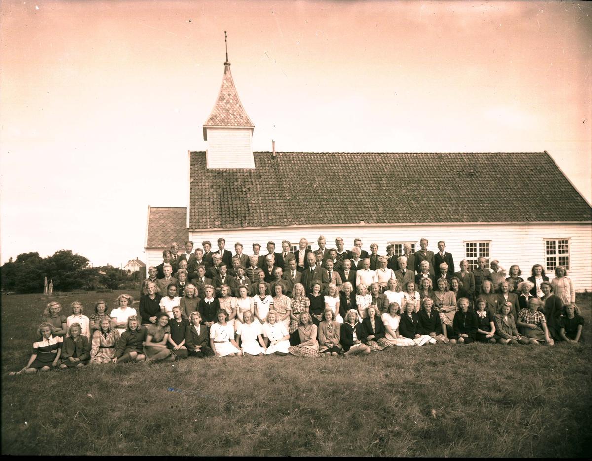 Eksteriør - Gruppebilde - Konfirmanter - Kirke