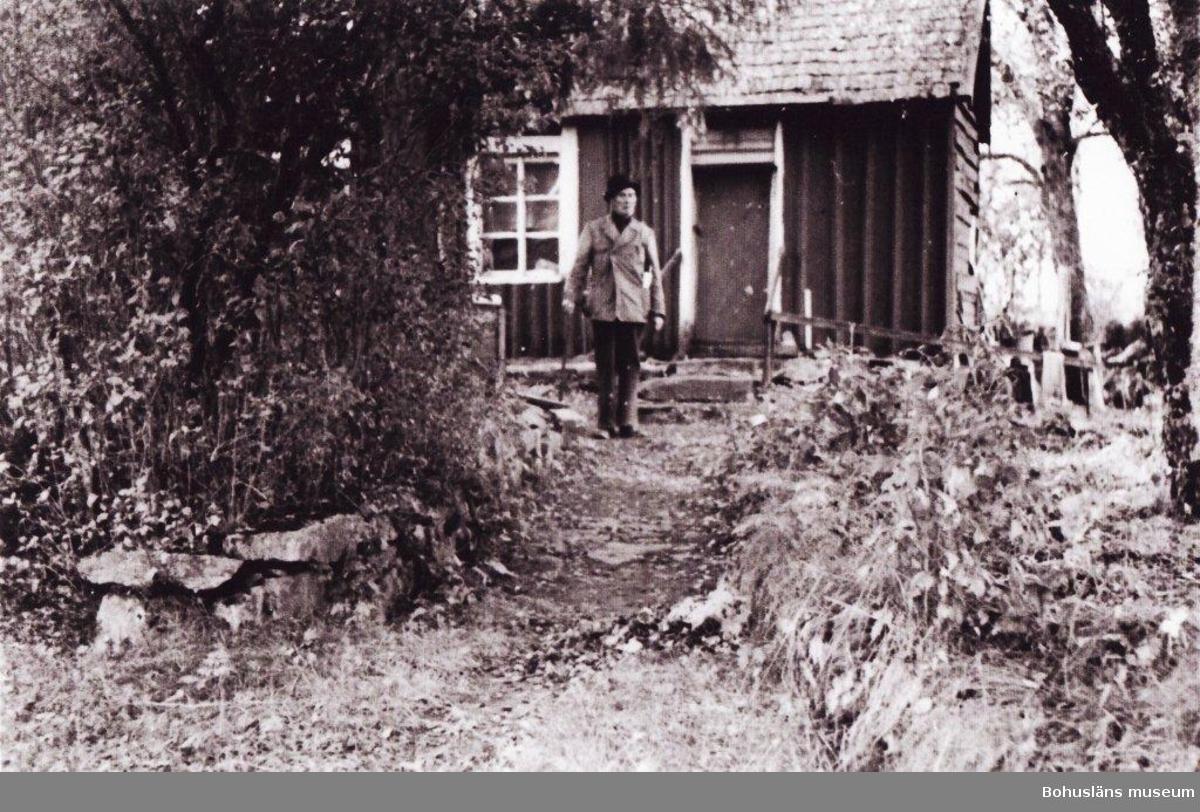 Rosarnas hus - ett torpställe som var bebott av familjen Ros mellan ca 1886 och 1955. Släkten Ros bodde på olika platser i socknen i drygt 100 år.  Rosarnas hus - et torpsted som var bebodd av familien Ros mellom cirka 1886 og 1955. Slekten Ros bodde på ulike steder i sognet i drøyt 100 år.