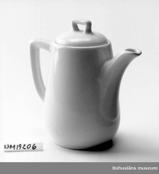 Liten vit kaffekanna utan dekor. Lock hör till. ::