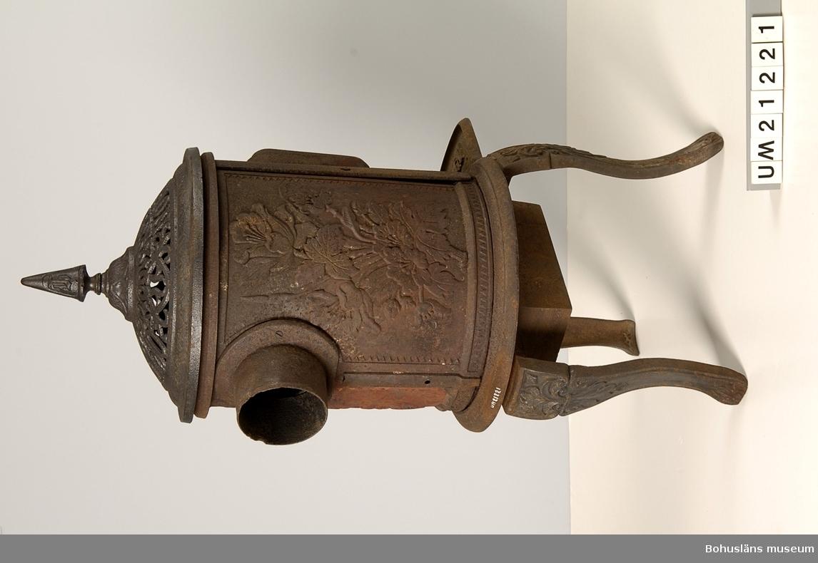 Föremålet visas i basutställningen Kustland,  Bohusläns museum, Uddevalla. 594 Landskap BOHUSLÄN 394 Landskap SMÅLAND  UMF 2:5