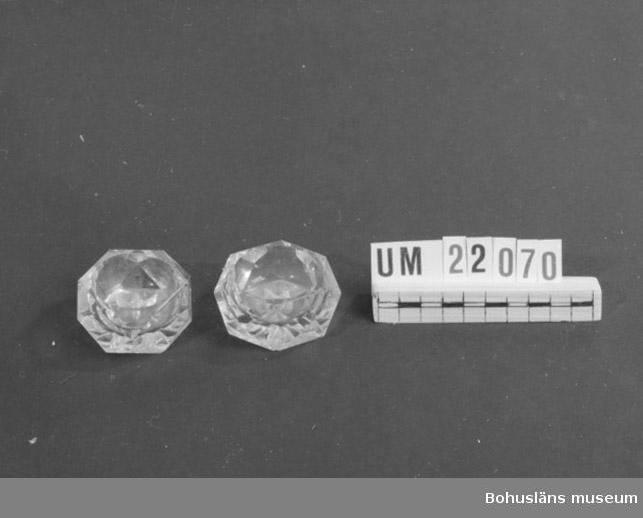 594 Landskap BOHUSLÄN  Sidorna diamantslipade. På undersidan slipad stjärna.  UMFF 74:1