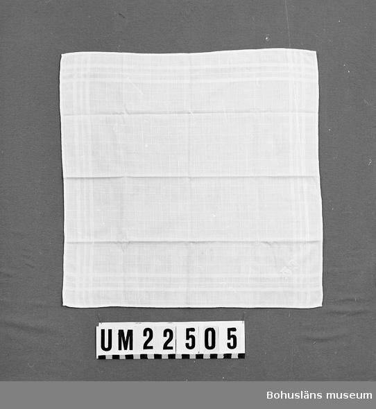 """Invävt rutmönster. Broderat monogram: """"GJ"""" i vitt. Gustaf: F. 1898,  d. 1927, pastor i Stenungsund, son till Augusta och Alfred Johansson, Hasselberget.  UMFF 112:10"""
