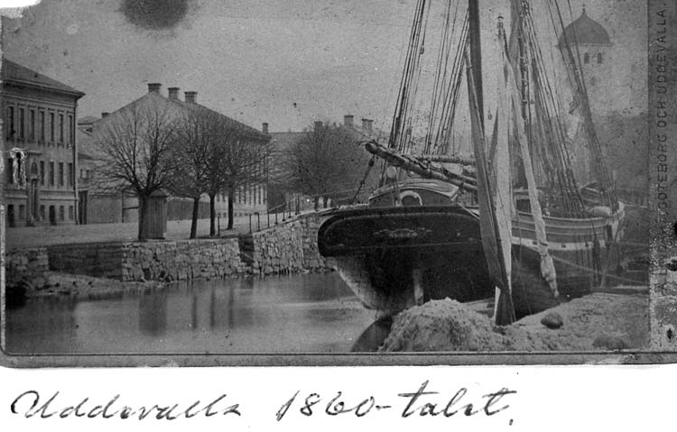 """Text på kortet: """"Uddevalla 1860-talet""""."""