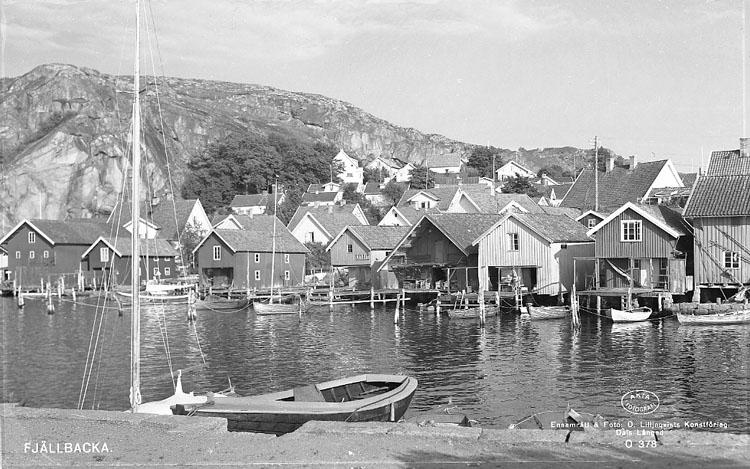 """Enligt AB Flygtrafik Bengtsfors: """"Fjällbacka vid hamnen Bohuslän""""."""