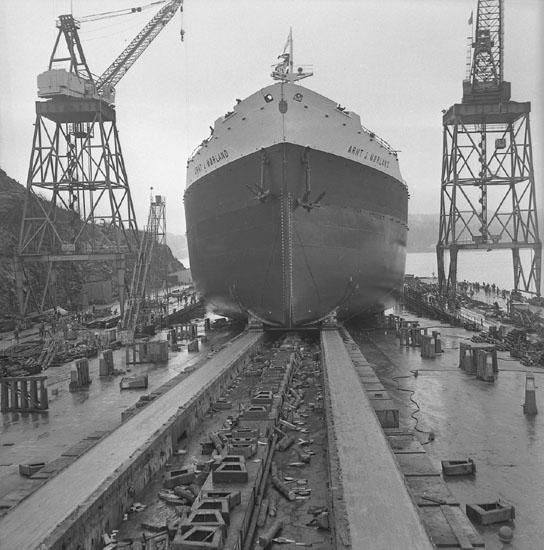 Dop och sjösättning av fartyg 207 T/T Arnt J. Mörland.