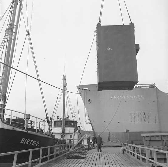 Lossning av panna till fartyg 208 M/T Borwi.