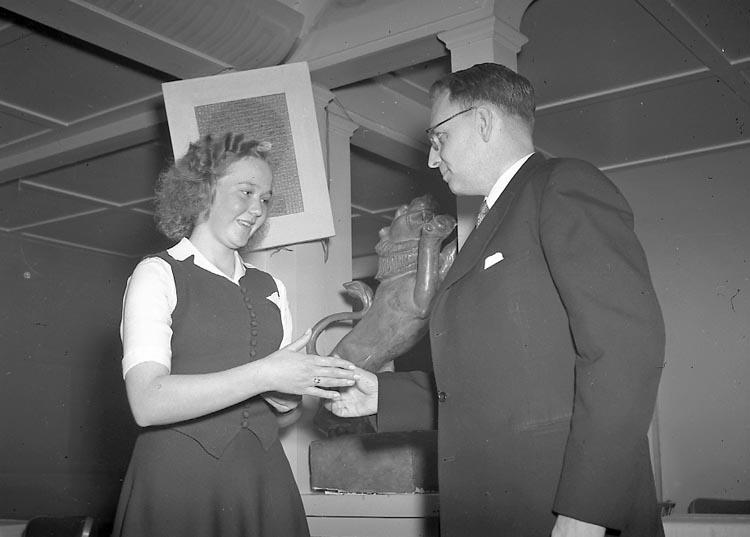 """Enligt notering: """"Bohusläningens Guldmedalj 14/4 1948""""."""