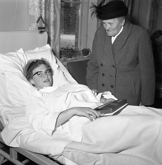 """Enligt notering: """"Realexamen tas på sjukhuset U-a 24-5-55""""."""