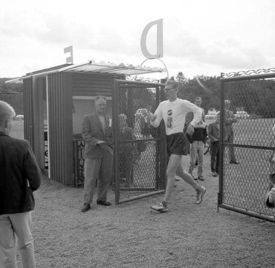 """Enligt notering: """"Vänersborgsgången d 21/9 -58""""."""