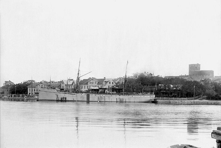 Ångfartyget GADUS vid kaj i Marstrand