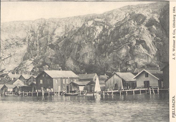 "Tryckt text på kortet: ""Fjellbacka"". ""J.F Wolmar & C.o, Göteborg 1904""."
