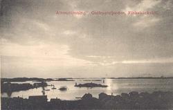 """Tryckt text på kortet: """"Aftonstämning. Gullmarsfjorden. Fisk"""