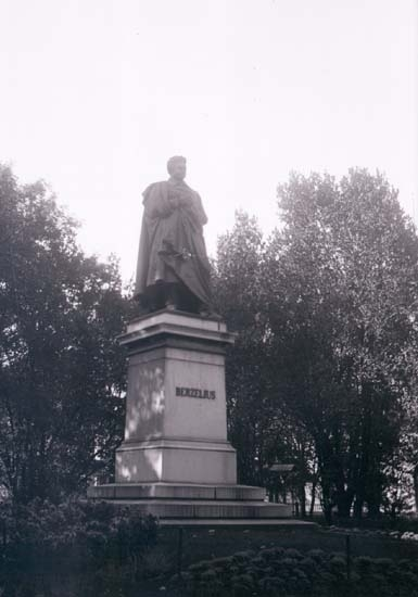 "Enligt text som medföljde bilden: ""Stockholm, Berzelius staty okt 08"". ::"
