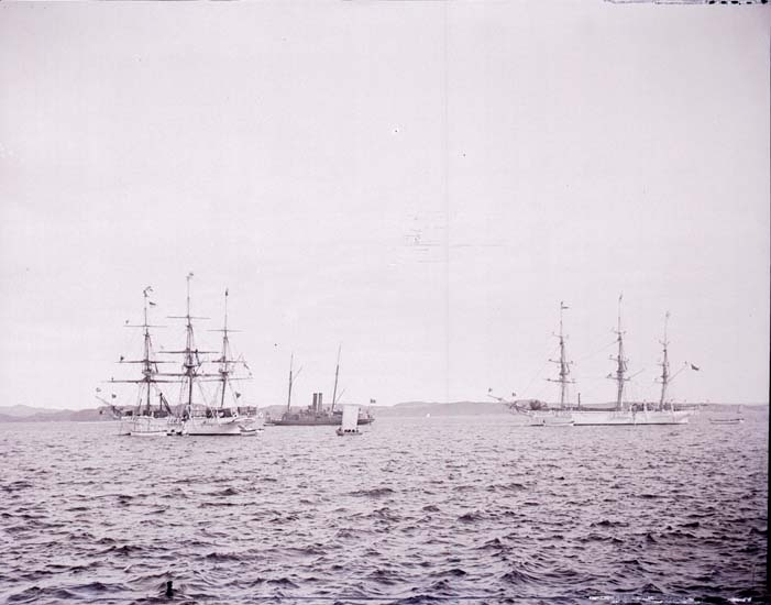 """Enligt text som medföljde bilden: """"Skolfartyg."""" ::"""
