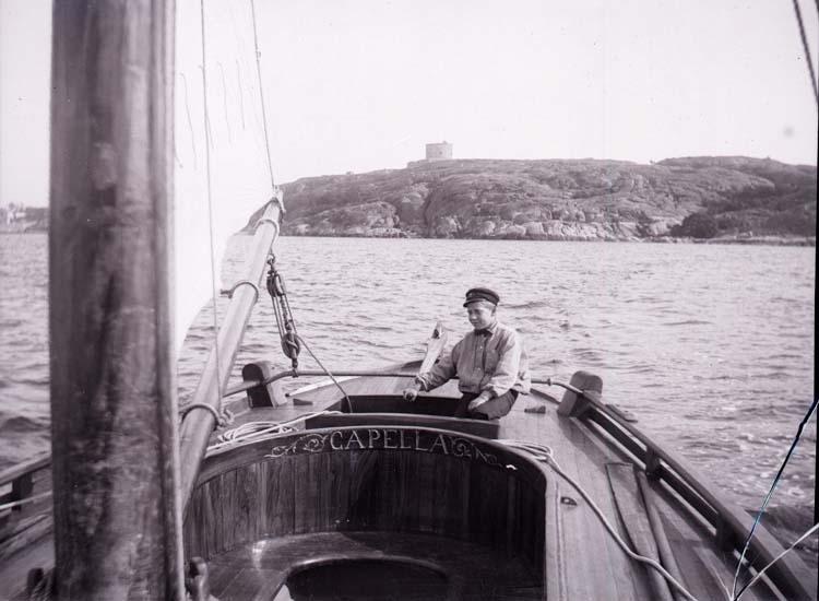 Med Capella på Marstrandsfjorden.