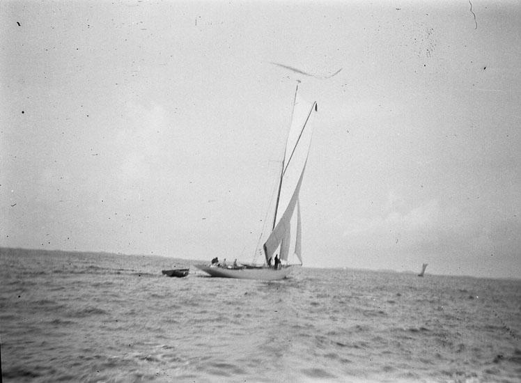 """Enligt text som medföljde bilden: """"Marstrand. Hamnen."""" ::"""
