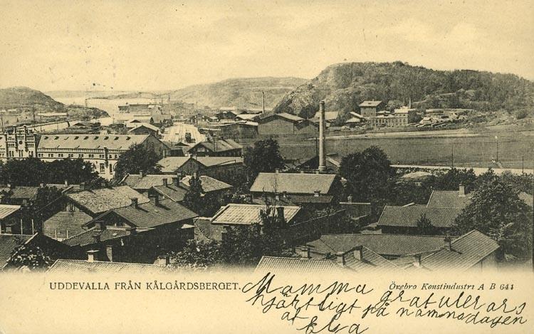 """Tryckt text på vykortets framsida: """"Uddevalla. från Kålgårdsberget."""" ::"""
