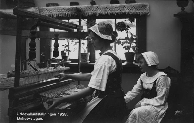 Vykort: Uddevallautställningen 1928. Bohus-stugan.