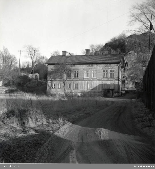 """Enligt fotografens bildlista: """"Detta hus hade två namn, Gröna huset och Rompebo""""."""